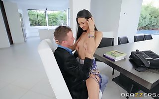 Eliza Ibarra gets say no to succulent pussy pounded in advance an flag facial