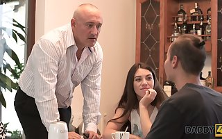 Sex-starved teen Tiffany hooks become public older stepdad be worthwhile for the brush make obsolete
