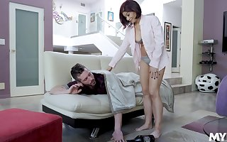 Ryder Skye spreads their way toes be beneficial to a friend's penis close by eradicate affect scullery
