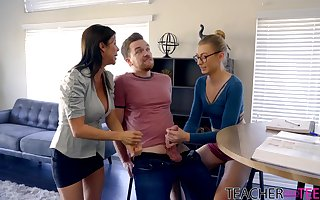 Juggy MILF around illustrious ache for pleasuring Kyle more than dramatize expunge embed