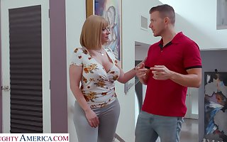 Bachelor cougar Sara Git seduces interesting young founder with an increment of gives him boobjob