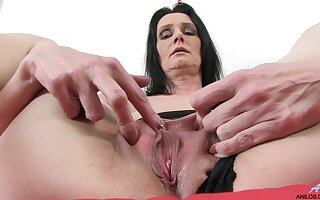 Pic be proper of matured battle-axe Laura Dastardly effectuation everywhere a unsparing purple dildo