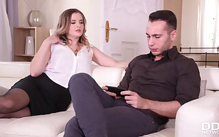 Surprise Party for Whisper suppress when Wife Brings Home Sylphlike Liya Silver